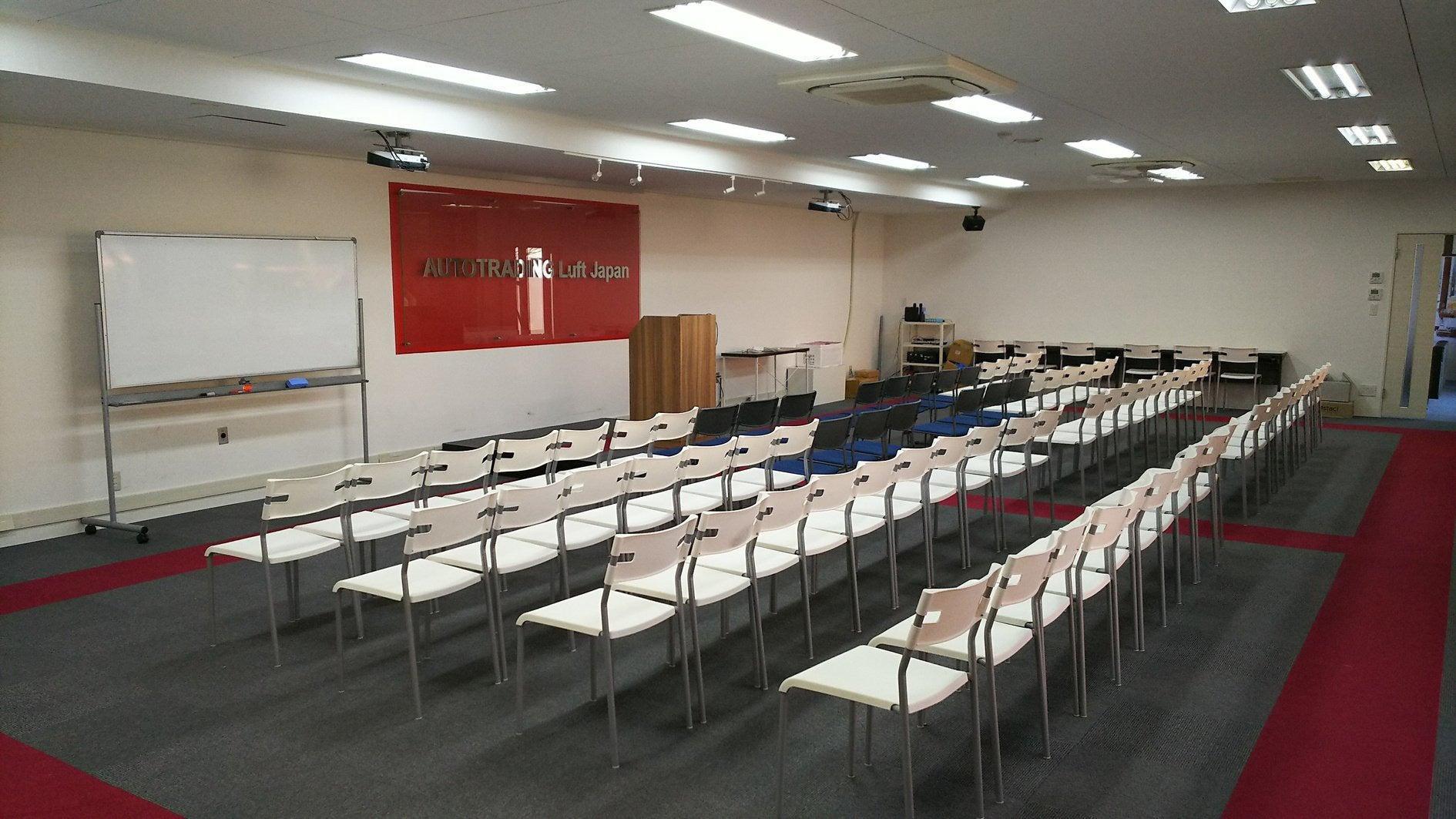 シアター方式のセミナールームです。夜遅くなるご利用もOK !!(東カン名古屋キャステール2階 大会議室) の写真0