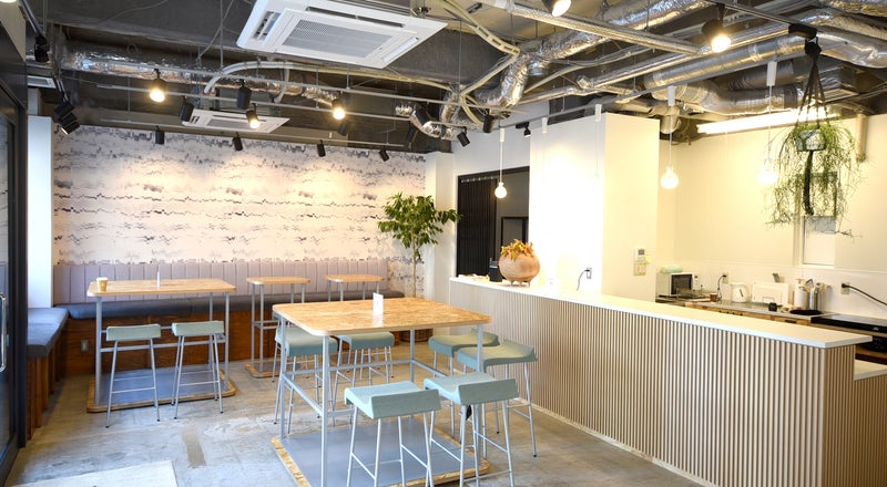【新宿・1階・甲州街道沿い!】キッチン・音響設備付き貸切スペース!懇親会、説明会、オフサイトMTG、料理、撮影などに♪