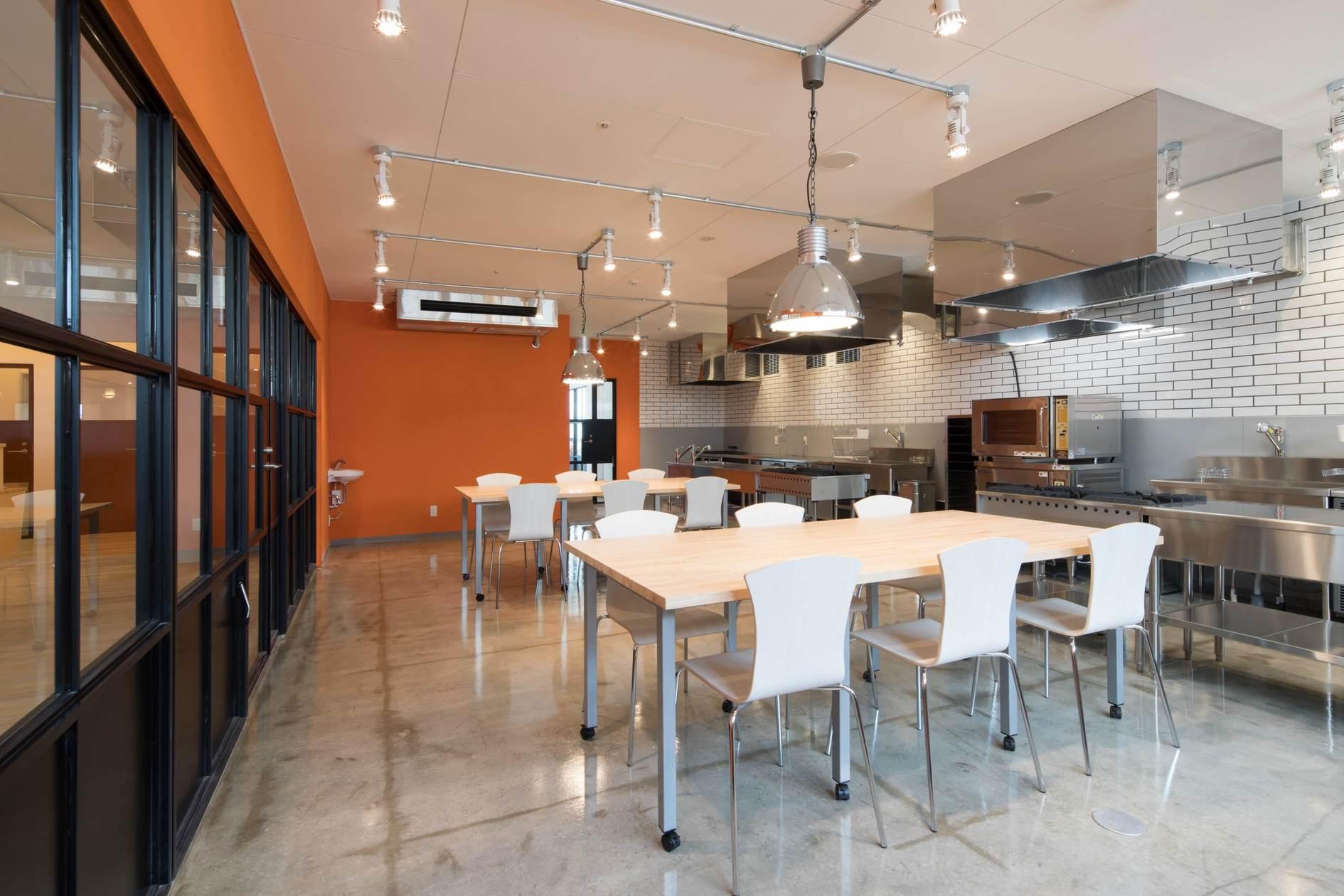 プロ仕様の広々レンタルキッチン!商品試作・料理教室・パーティまで幅広くこなせます(業務用キッチン・スタジオ・会議室を備えたコワーキングスペース!イベント・会議・ワークショップ対応可能) の写真0