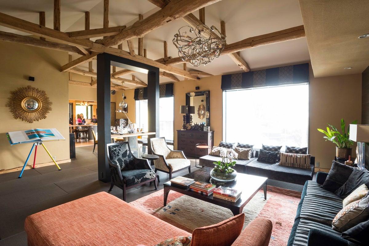 世界的デザイン賞で入賞した住宅のLDKに加えデッキ&ガーデンを貸し出し!撮影、企業研修などに! の写真