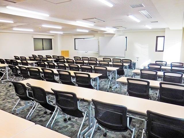 新橋・虎ノ門 65名収容貸し会議室 備品無料!セミナー・研修に! の写真