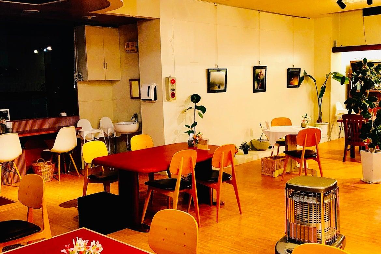 植物にあふれる広々としたカフェ!発表会・ライブなどのイベント会場に最適! の写真