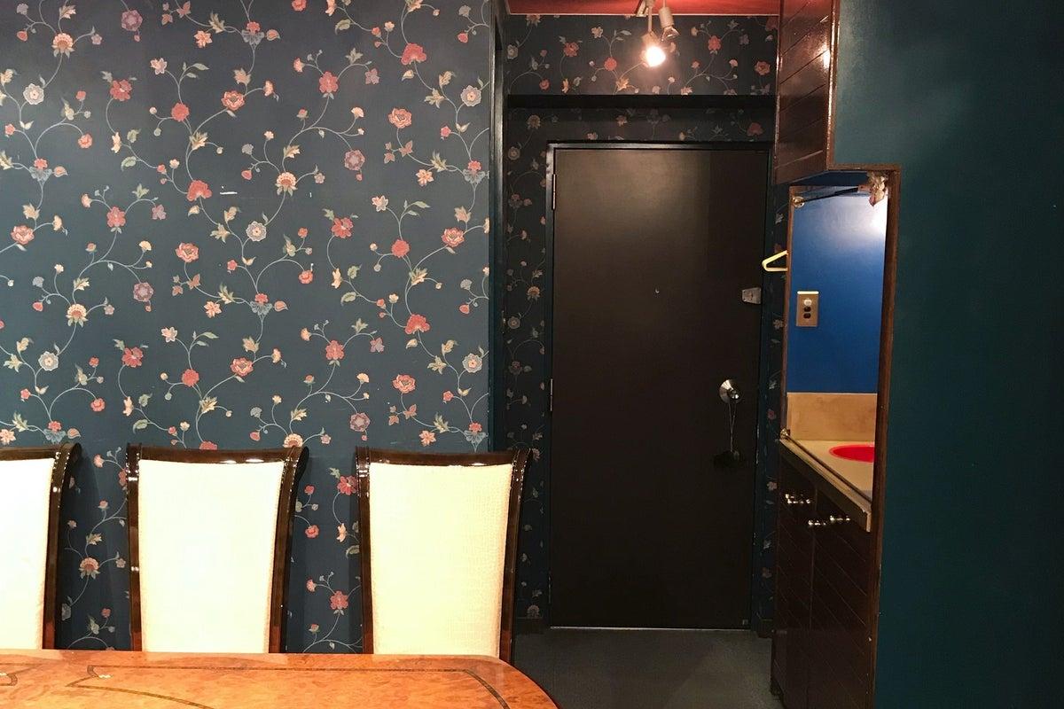 【青山一丁目駅より徒歩2分!】花柄の壁が非日常的なお洒落な空間!モデルさんや商品の撮影、習い事、ママ会などに! の写真