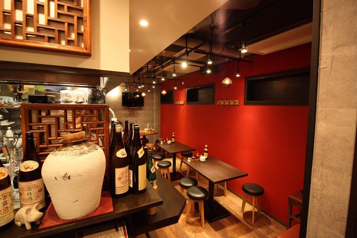 オシャレなスペインバル風の赤い壁が特徴で、赤坂と赤坂見附からのアクセス良好です の写真