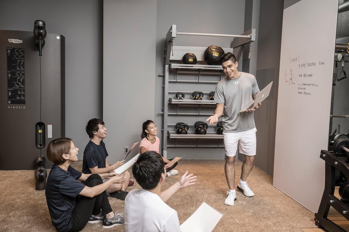 カフェスペース付きフィットネスジム!トレーニング・ワークショップ・ヨガ・撮影 の写真