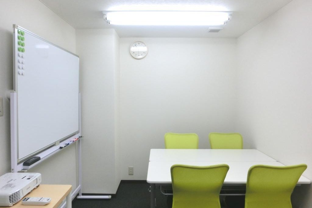 【お気軽会議室ナノサロン興善町】完全個室ミニ会議室!wifi・プロジェクター無料♪ の写真