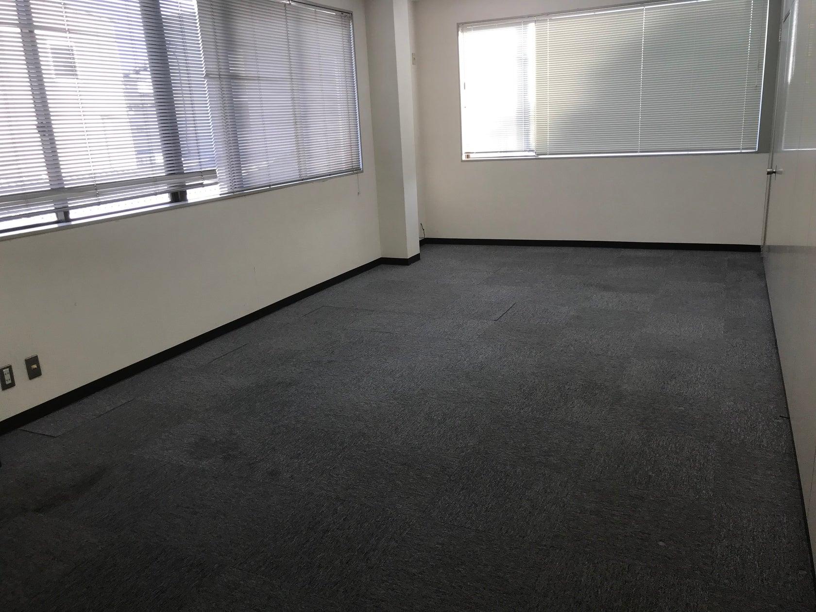 最大20名収容の日当たりが良い快適な空間!!駐車場30台完備。研修、会議、塾、倉庫、事務所などで使用できる多目的ルームです!(一階はダンス、二階は60名収容可能、研修、会議、ダンスなどで使用できる多目的ルームです!) の写真0