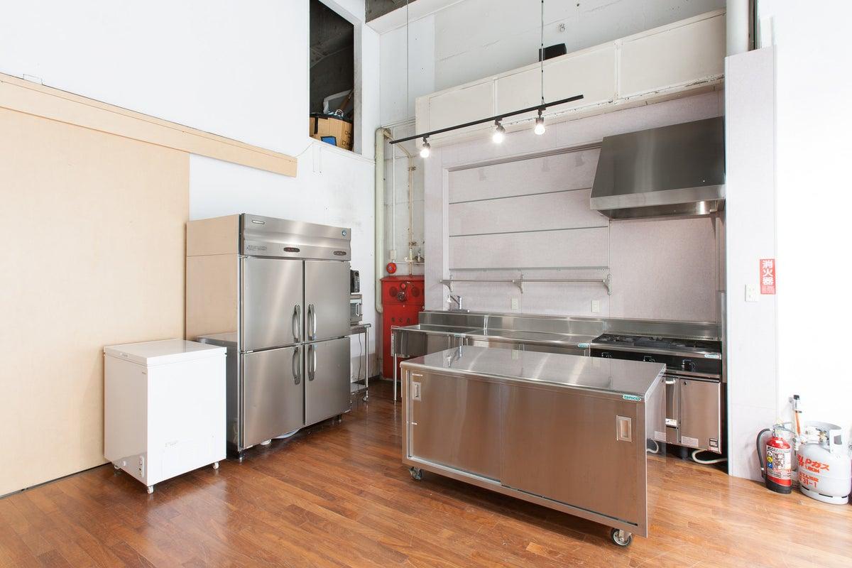 【月島駅 徒歩4分】白ホリ真横にキッチン付き撮影スタジオ:料理番組・食品・シズル撮影・車両オプション品撮影に人気のスタジオです。 の写真