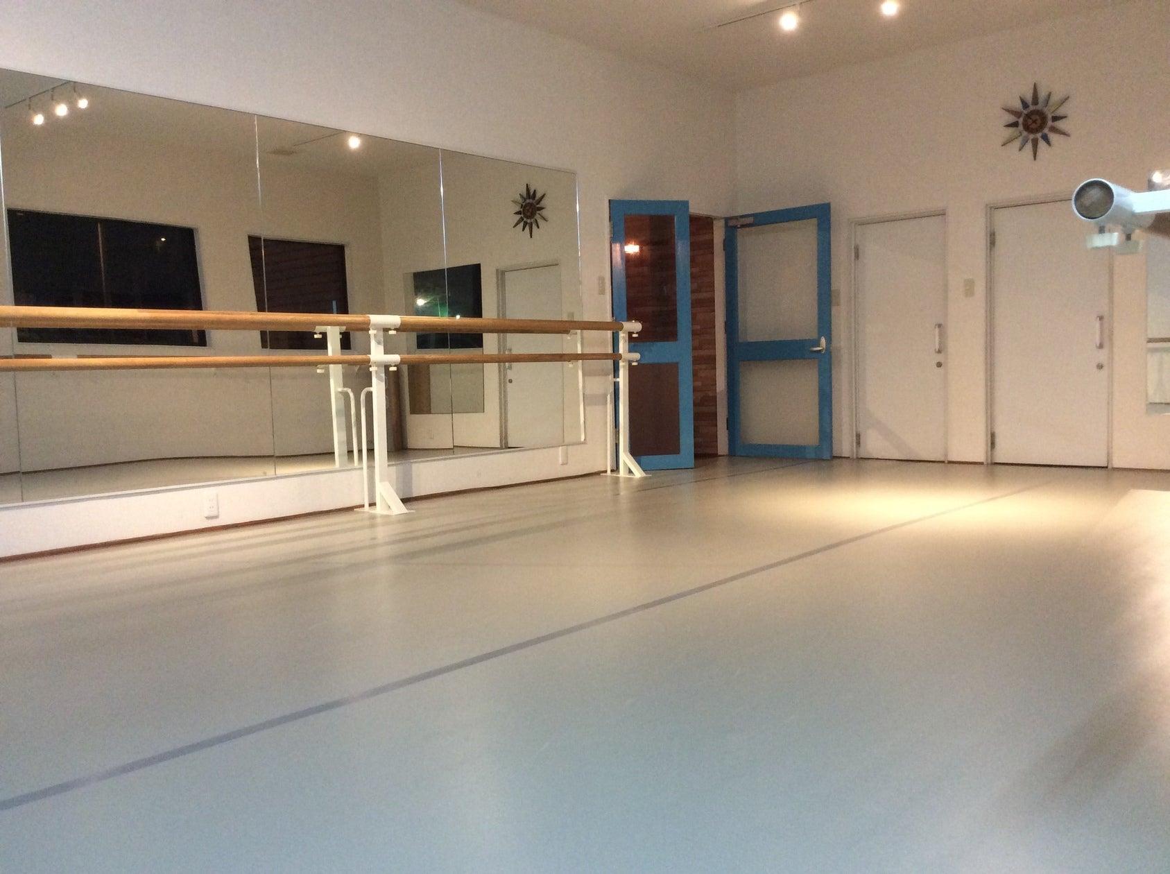 おしゃれで綺麗なスタジオ!ダンス練習、撮影、ママ会、会議利用などに!(おしゃれで綺麗なスタジオ!ダンス練習、撮影、ママ会、会議利用などに!) の写真0