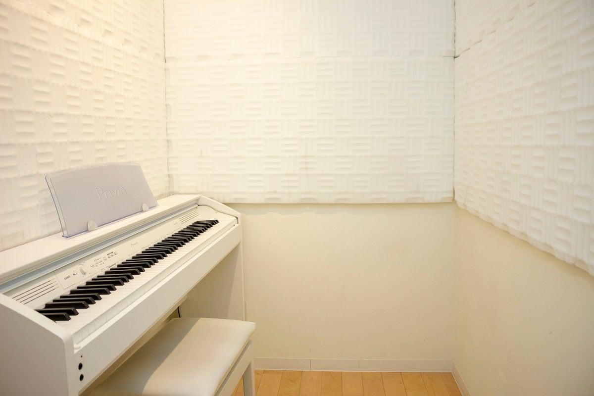ボイストレーナーの方!マンツーマンでボーカルや声のレッスンを行える、新宿から1駅の格安スタジオ。個人練習にも! の写真