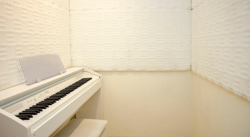 ボイストレーナーの方!マンツーマンでボーカルや声のレッスンを行える、新宿から1駅の格安スタジオ。個人練習にも!
