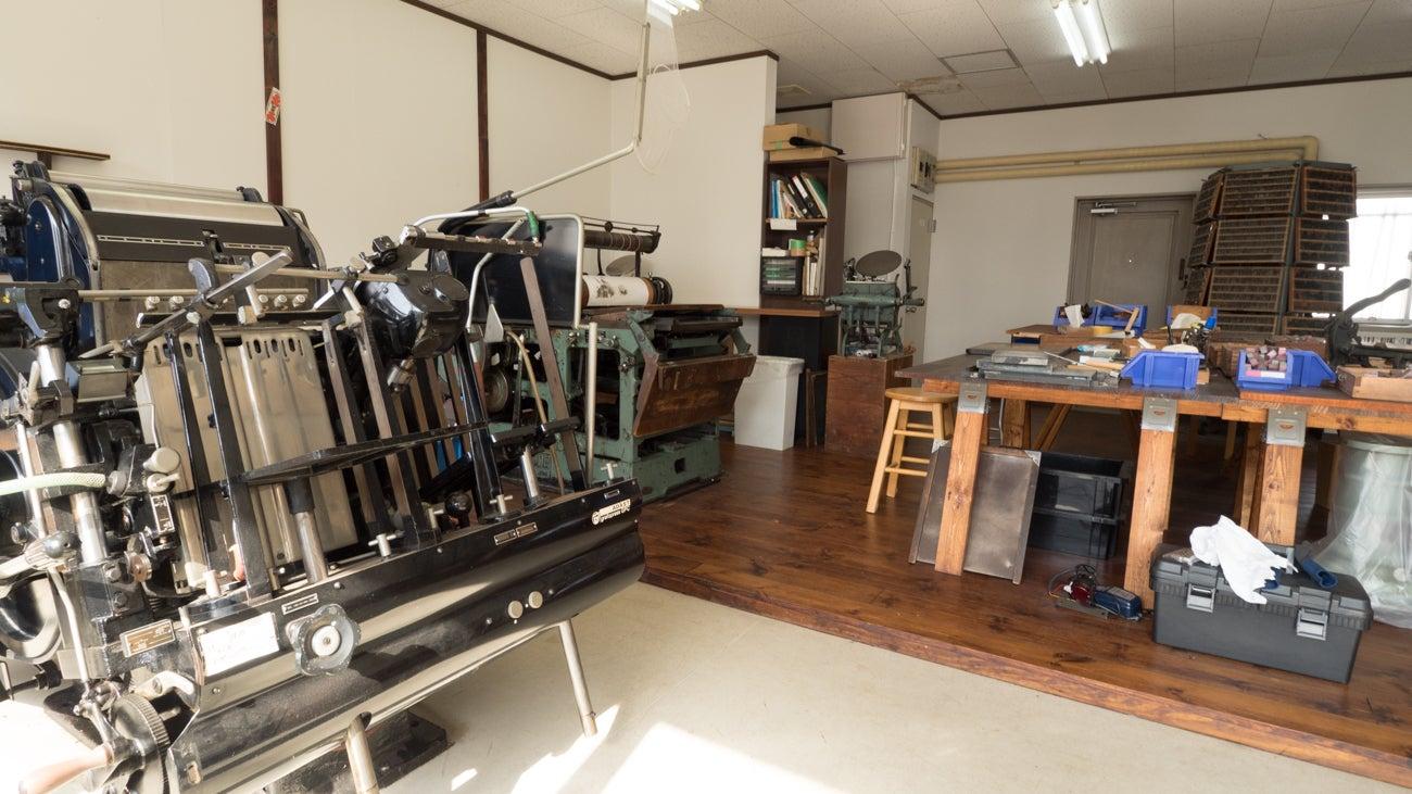 レトロな活版印刷スタジオでワークショップや展示会 の写真