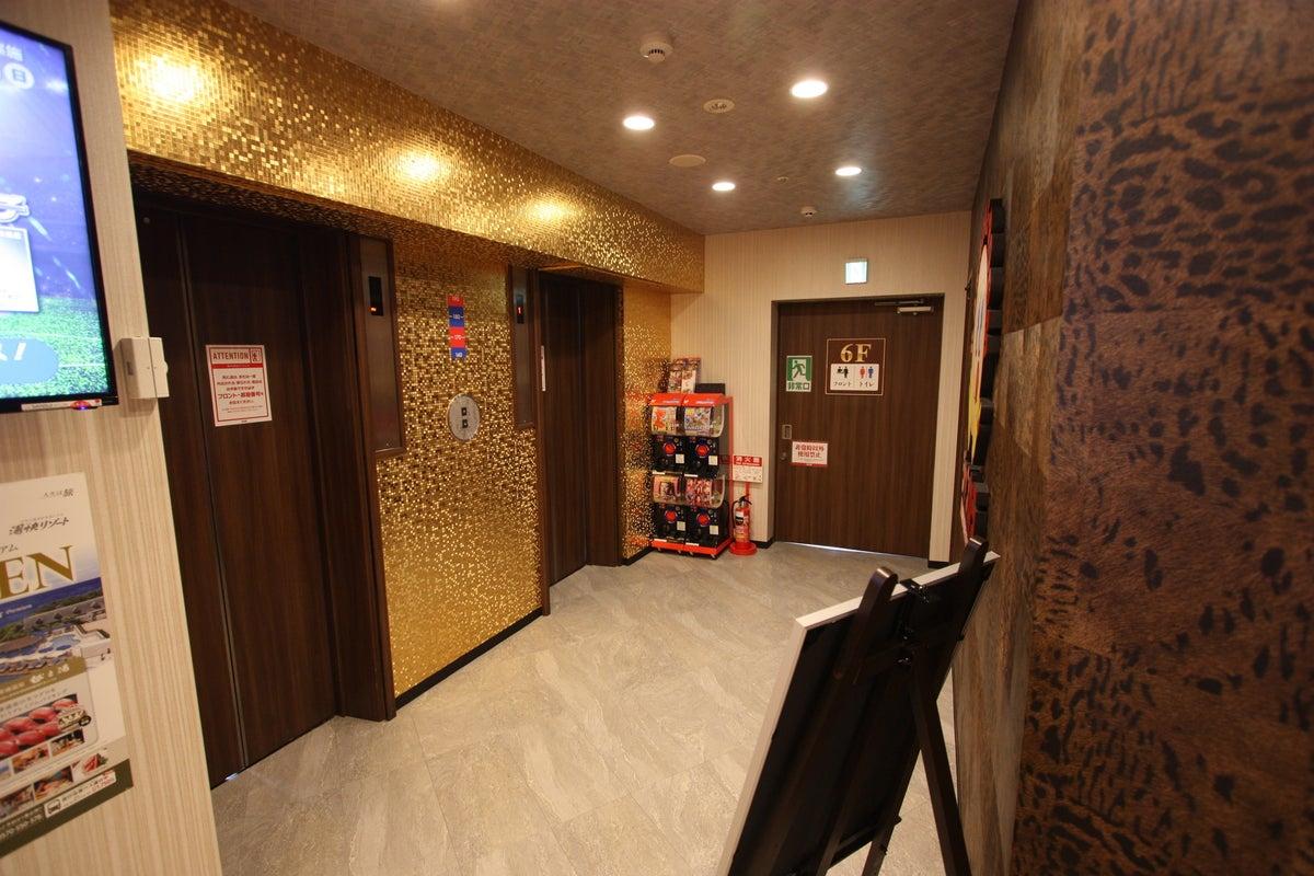 【東梅田駅から徒歩5分】無料Wi-Fi完備・無料ドリンクバー使い放題(ジャンカラ北新地店) の写真
