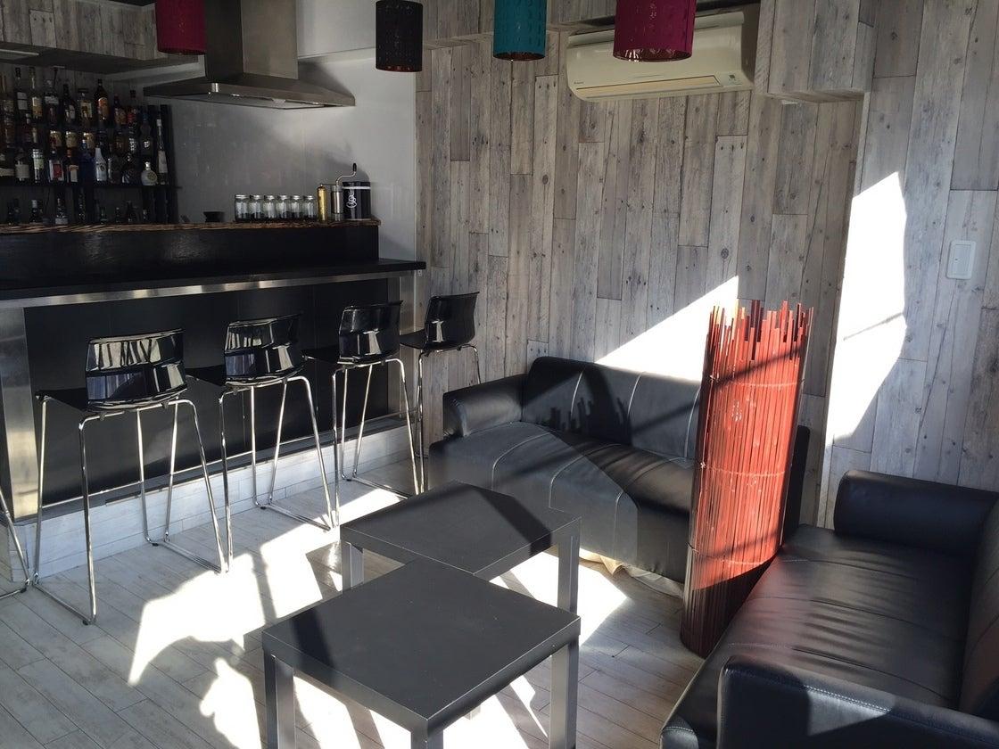 春SALE中!【中野駅 徒歩4分】自然光豊かな明るい木目調のキッチン付きスペース♪《即お返事いたします》 の写真