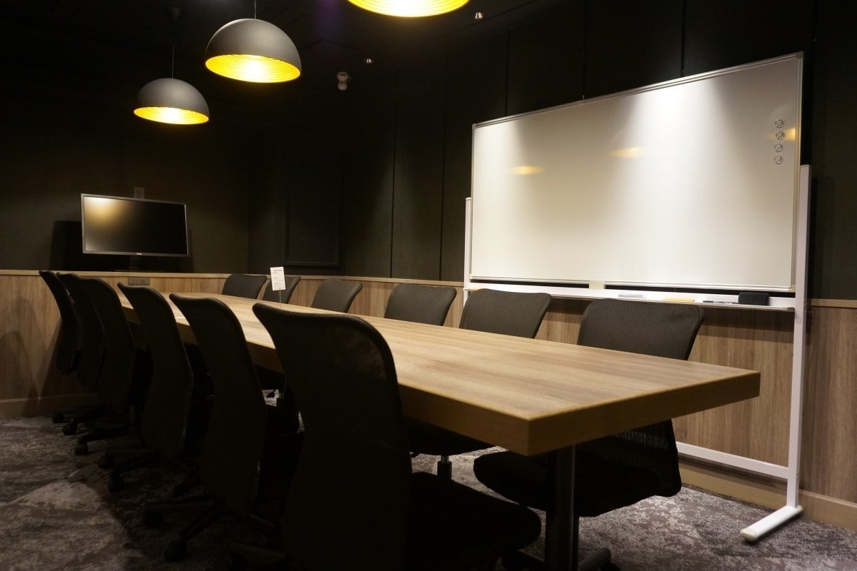 最大12名入室!電源/Wi-Fi/ドリンクバーあり/モニター無料貸出/完全個室(RoomC) の写真