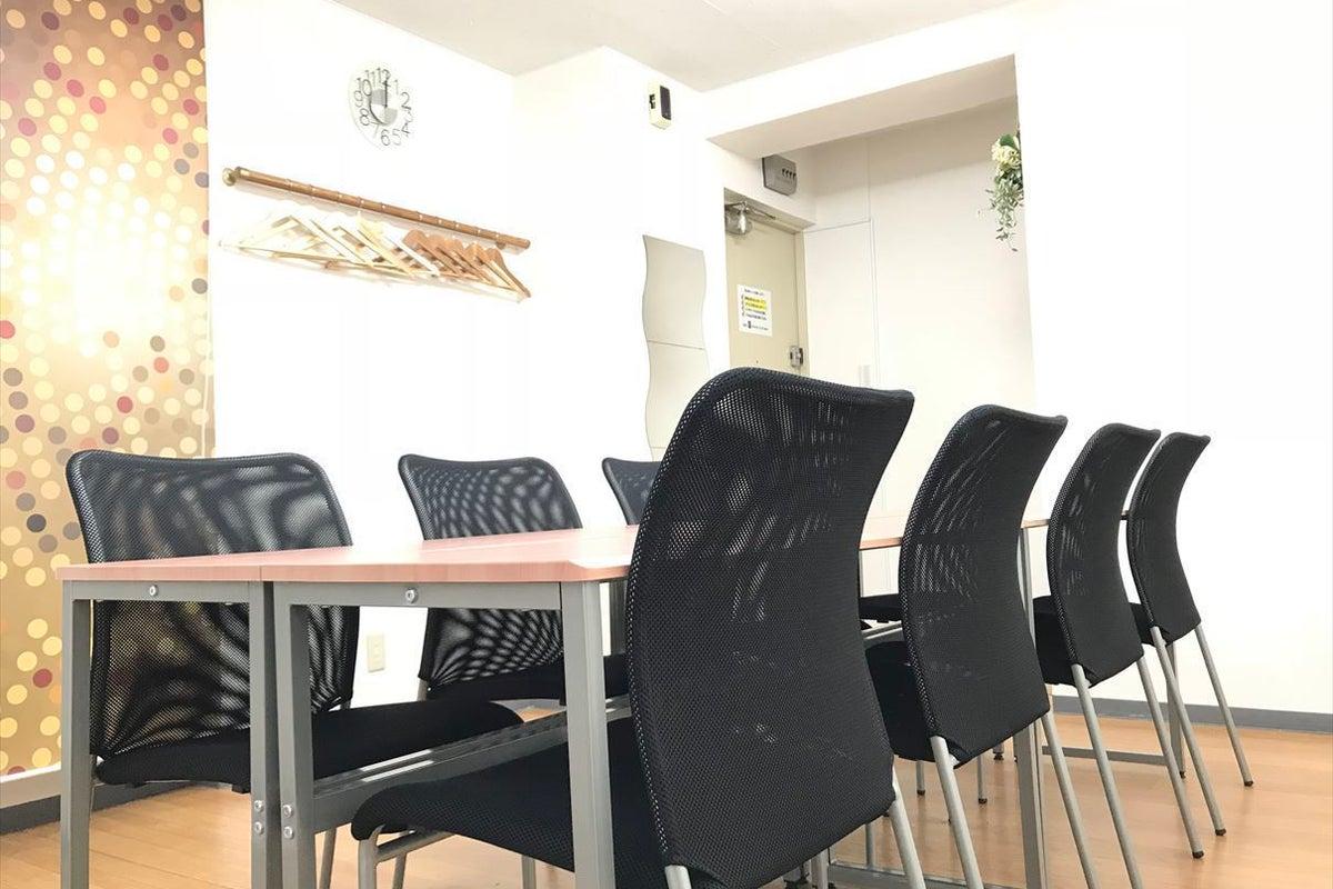 【新橋駅から徒歩30秒!】無料Wi-Fi・プロジェクター完備の会議室【シンバー・ファイブ】 の写真