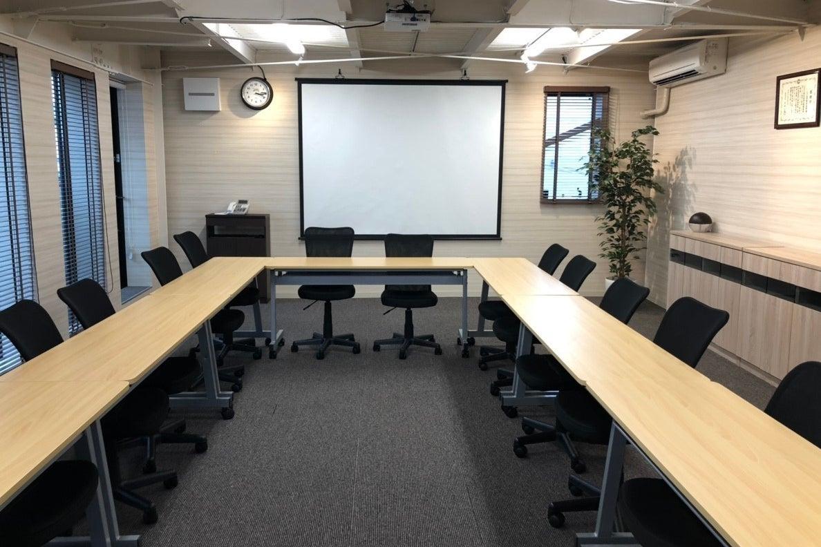 【平日限定の貸し会議室】1時間500円、Wi-Fi、プロジェクター無料!セミナーや研修で使える会議室 の写真