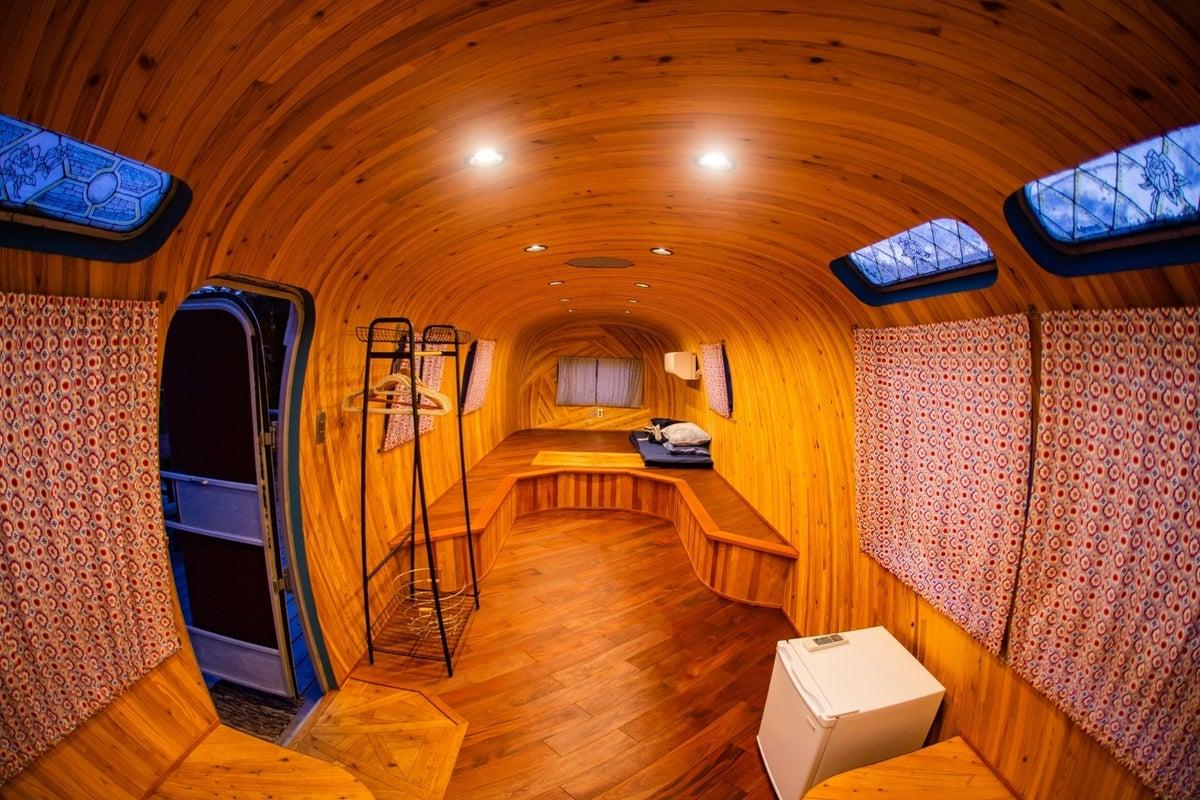 オーシャンビューのトレーラーホテル個室!ウッドデッキ付き!女子会からパーソナルオフィスまで!Airstream Family の写真