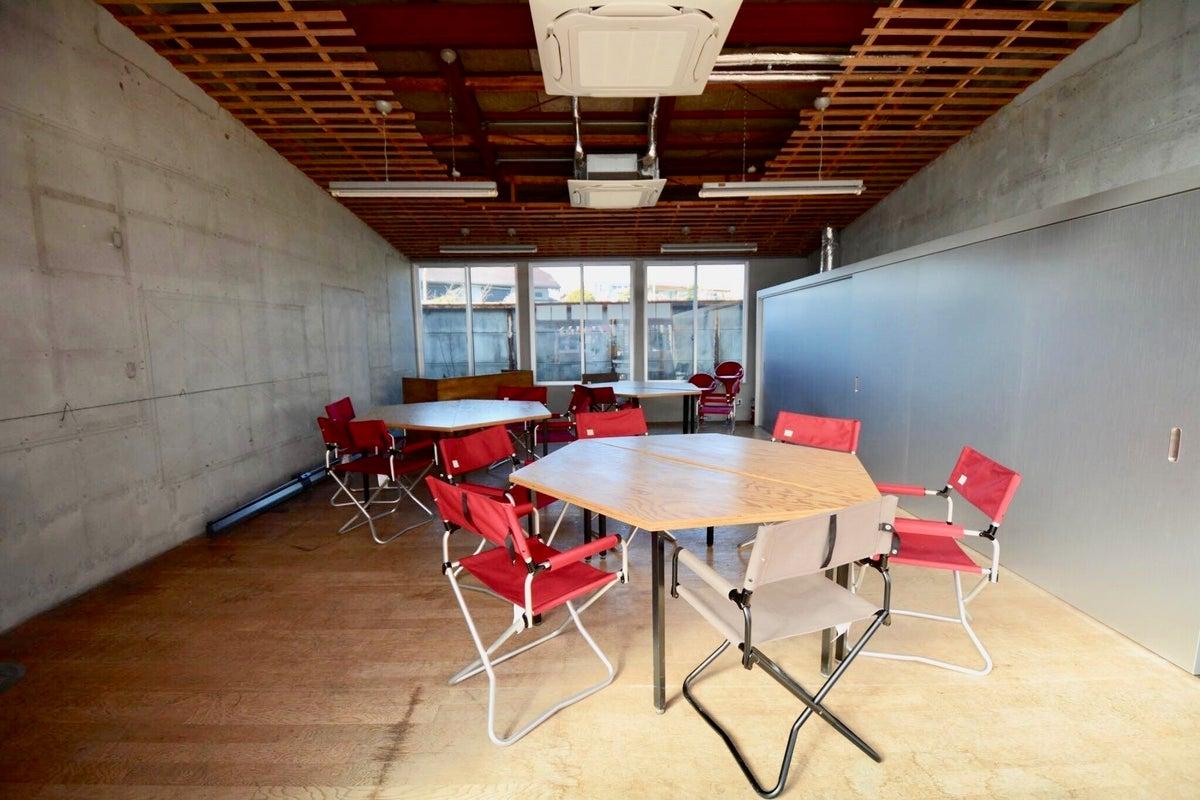 Wi-Fi, プロジェクター, スクリーン,空調, キッチンも完備!三島市街地の広々フリースペース の写真
