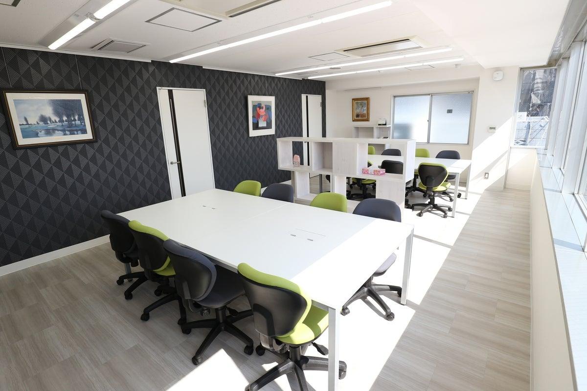 【クリエイト】日の当たる明るい会議室【西武】 の写真