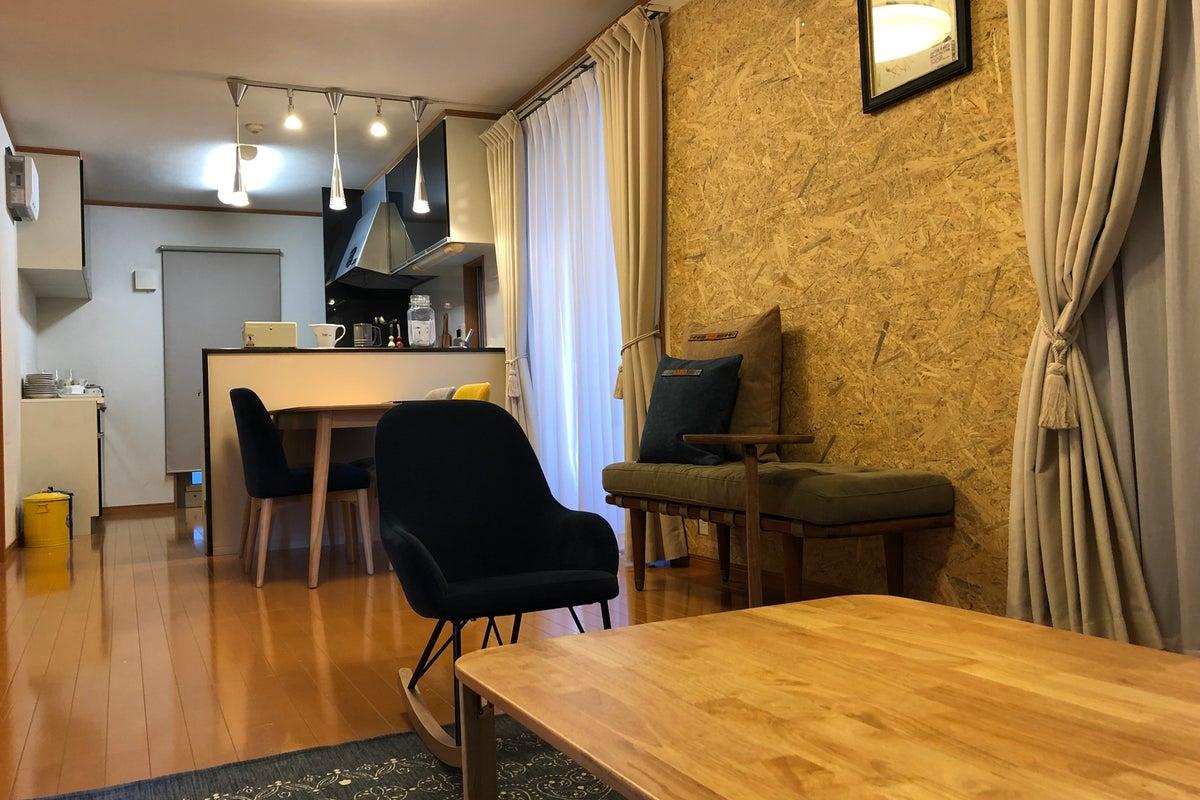 【小平駅徒歩10分】DULTONとコラボした独自な食器や家具のあるお部屋です。広いリビングから屋根裏までご自由にお使いください! の写真