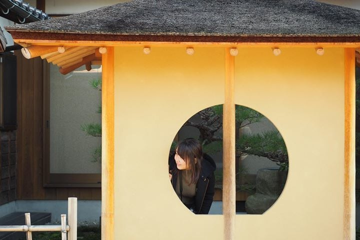 桧皮葺のお庭があるすっきり和空間♪ 和のお稽古・写真撮影・ロケに! の写真