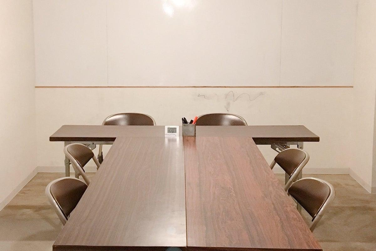【群馬・桐生】桐生駅徒歩10分♪会議/小セミナー/お教室の場として!フリードリンク・各種備品の貸出あり◎スタッフ常駐の会議室 の写真