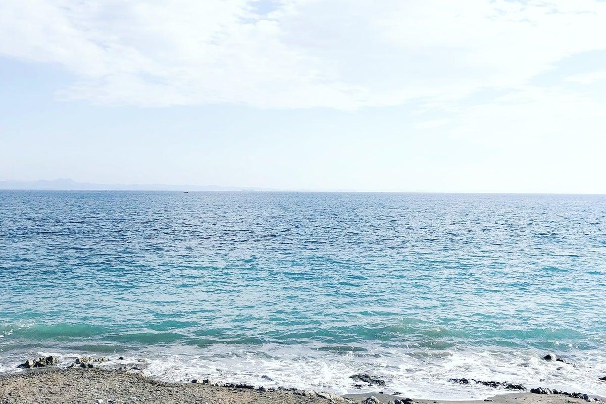 海まで徒歩30秒の多目的スペース。アクセス良好。撮影やイベントにも。ダイニングテーブル導入いたしました の写真