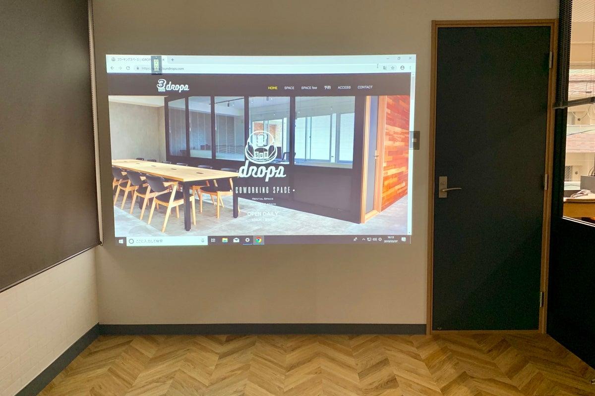 ドリンクサービス / プロジェクター無料 / 会議、ワークショップ、面接利用から大画面による鑑賞会まで の写真