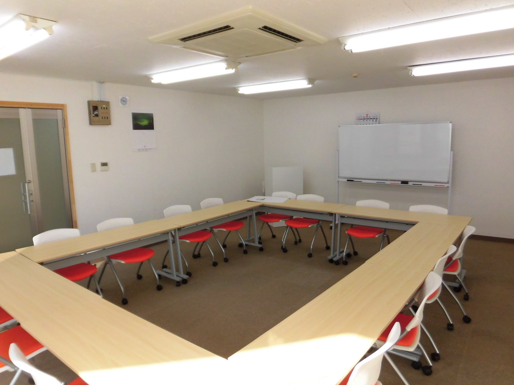 Office+ 少人数のセミナーや会社説明会、社内会議に最適!