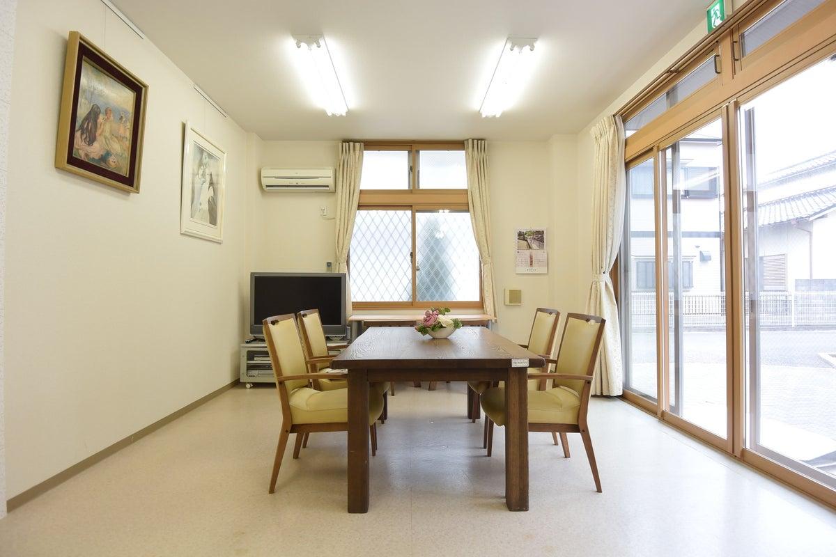 簡易キッチンも有ります!会議利用や商談スペースに最適!玉津ICからすぐ の写真