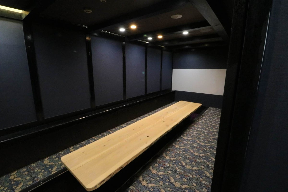 【名駅徒歩5分】ドリンクバー付き!12名対応可、対面型スペース!wi-fi/ホワイトボード/プロジェクター の写真