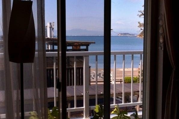 【A B Sea OCEANS】逗子湾一望のオーシャンビュー Wi-Fi・キッチン付 パーティー・レッスン会・会議・撮影などに! の写真