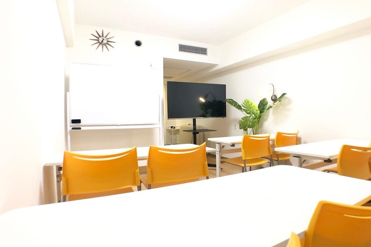 【新大阪駅0分で絶対迷わない!】●10名●WiFi&49型大画面モニター(PC接続&TV)が全て無料●会議室 リーブル新大阪 の写真