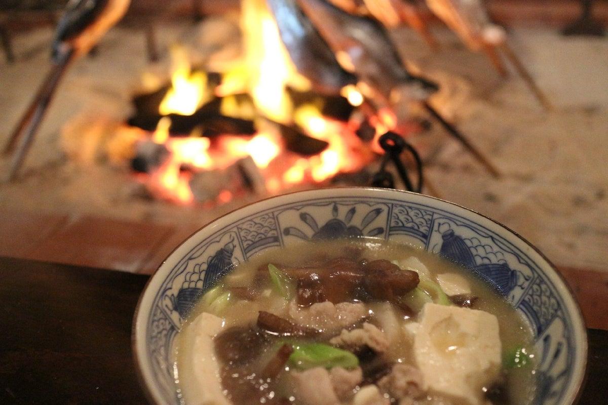 囲炉裏のある昔ながらの茅葺民家です!食事、会議、イベントなどに! の写真