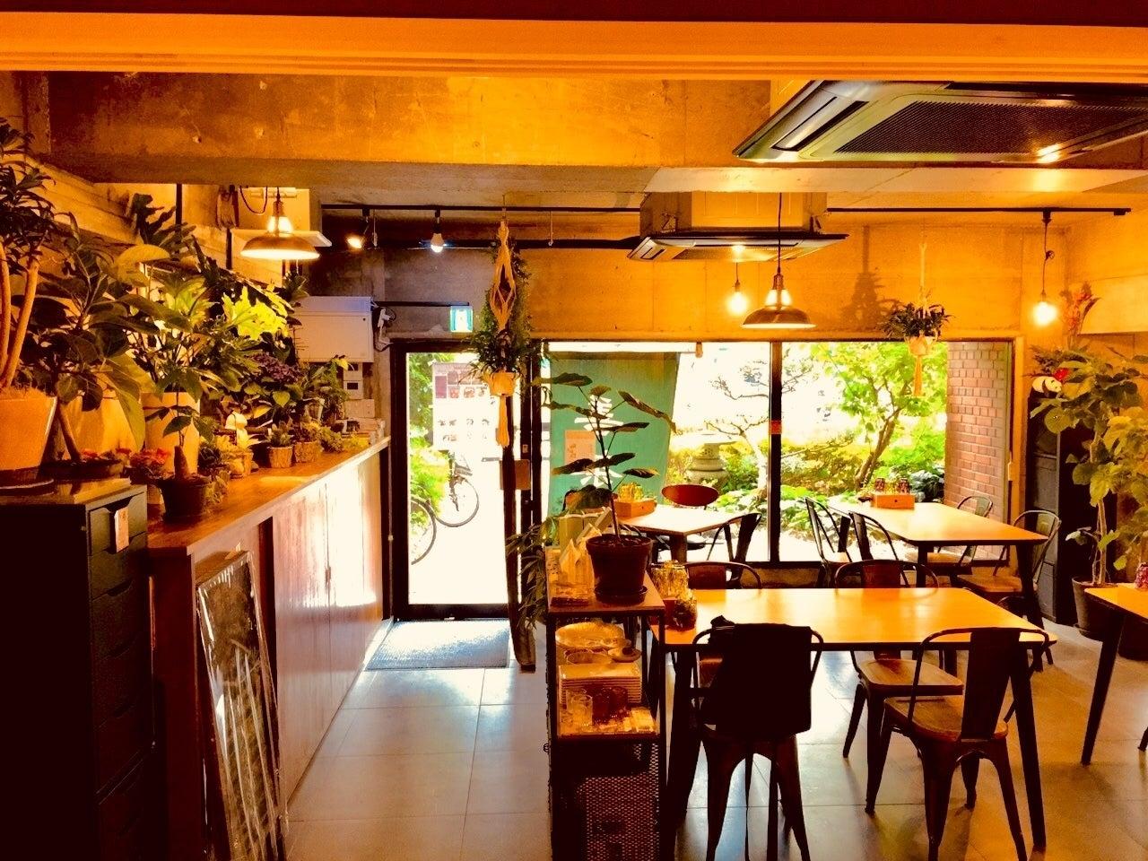 バーカウンター、キッチン付き、お洒落なカフェ。アクセスも大変便利です。(大人の隠れ家!大阪駅からアクセス抜群。 静寂な同心のラウンジで優雅な時間をお過ごしください。) の写真0
