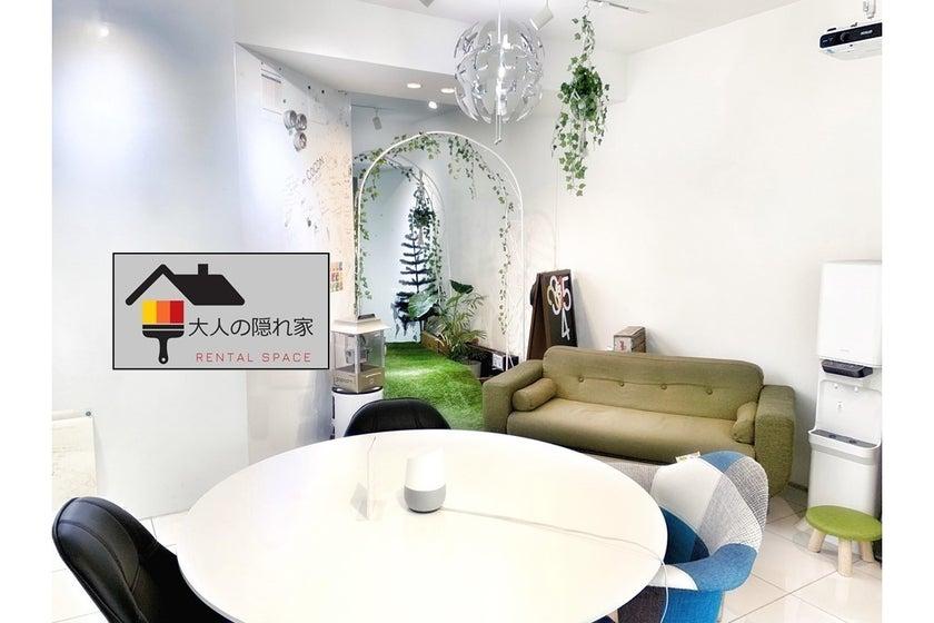 壁一面ホワイトボードのおしゃれなオフィス空間でダーツやカラオケまで楽しめる! プロジェクター有(壁一面ホワイトボードのおしゃれなオフィス空間でダーツやカラオケまで楽しめる! プロジェクター有) の写真0