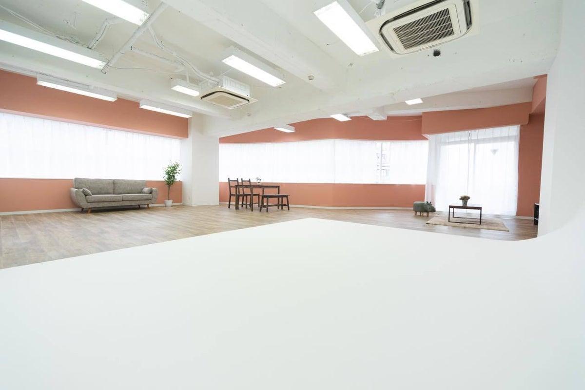 【STUDIO VERDESTUDIO3】20名以上可!写真撮影向け 白ホリゾント完備のスタジオ の写真