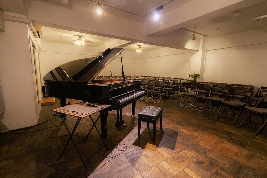 地下ホールでコンサートやライブ、発表会!ピアノ、ドラム、音響設備貸出あり!音楽イベント、教室に! の写真