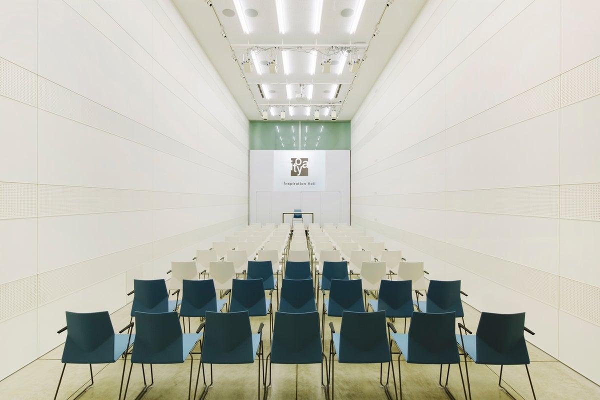 【銀座駅 徒歩2分】天井高約6M 開放的でスタイリッシュなホワイトキューブの空間・リモート収録にも! の写真