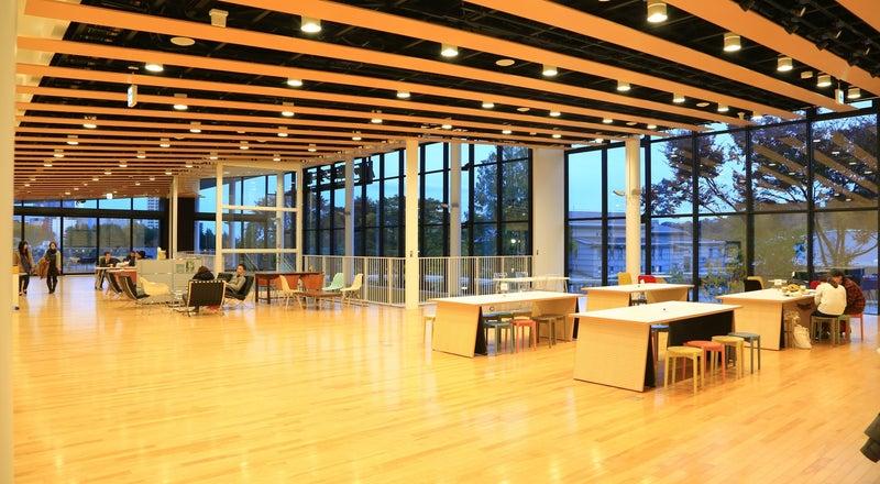 国際センター駅2Fにある上質な空間・CAFÉ併設イベントスペース『青葉の風テラス』/ヨガ・マルシェに特化した限定プランあり