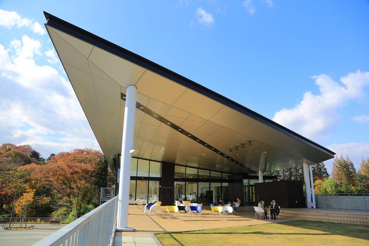 国際センター駅2Fにある上質な空間・CAFE付きイベントスペース『青葉の風テラス』/ヨガ・マルシェに特化した限定プランあり の写真