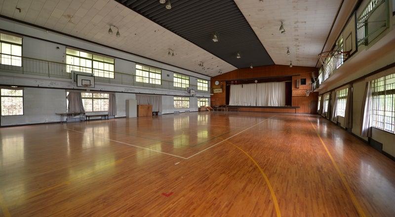 築100年近い木造校舎の「体育館」スポーツ、コスプレ撮影、ドローン練習など大歓迎(※ボールやバレーネットなど備品なし)
