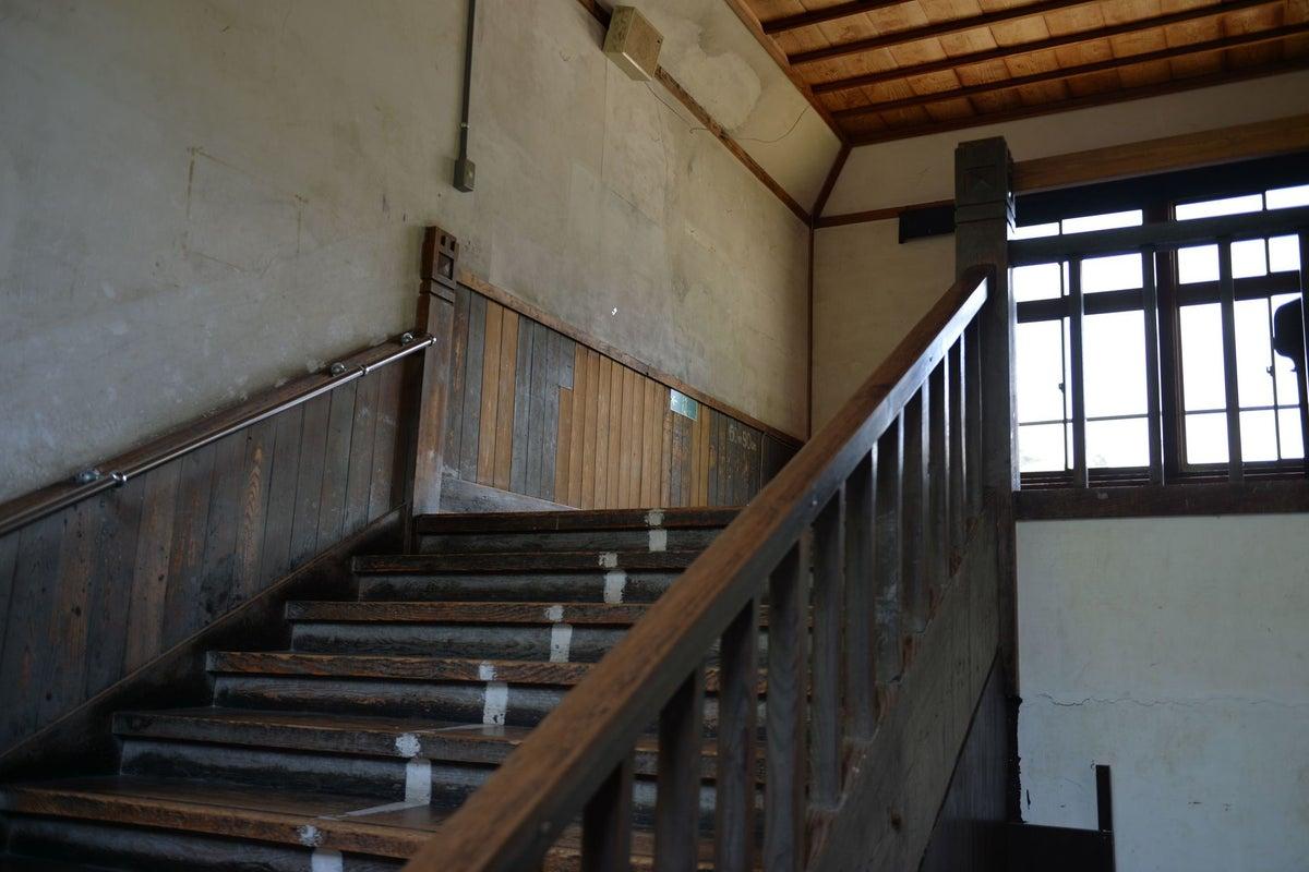 築100年近い木造校舎の「図工室」コスプレやポートレート撮影大歓迎!廊下・階段なども撮影し放題。営業時間9:00-17:00 の写真