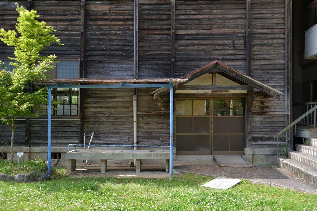 築100年近い木造校舎「音楽室」コスプレやポートレート撮影大歓迎!廊下・階段なども撮影し放題。営業時間9:00-17:00 の写真