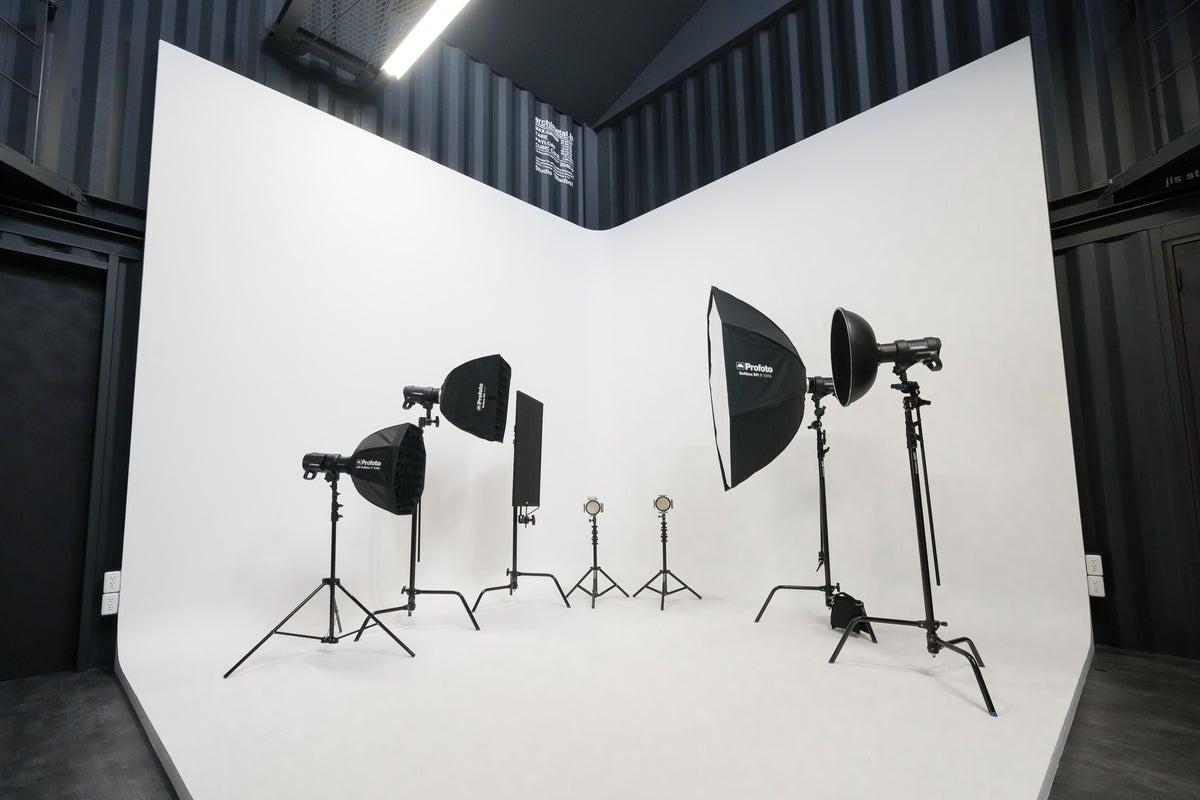 四国初のコンテナハウス型の白ホリレンタルスタジオ。各種撮影、セミナー、ワークショップに の写真