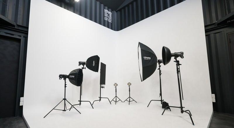 四国初のコンテナハウス型の白ホリレンタルスタジオ。各種撮影、セミナー、ワークショップに