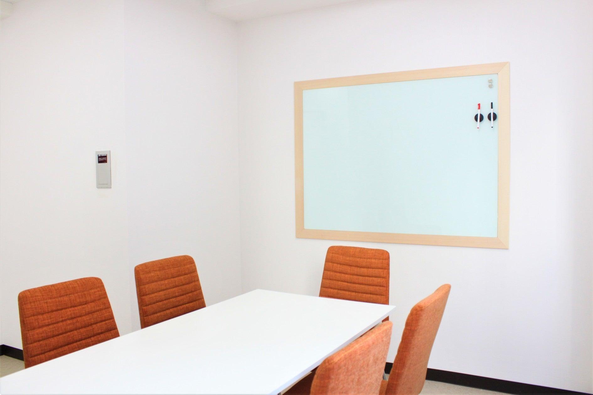 30%割引!池袋駅★ガラス張り個室,換気良い,清潔,飲食物可能,会議,セミナー,授業<ベストフレンドレンタルスペース>ともだち3 の写真