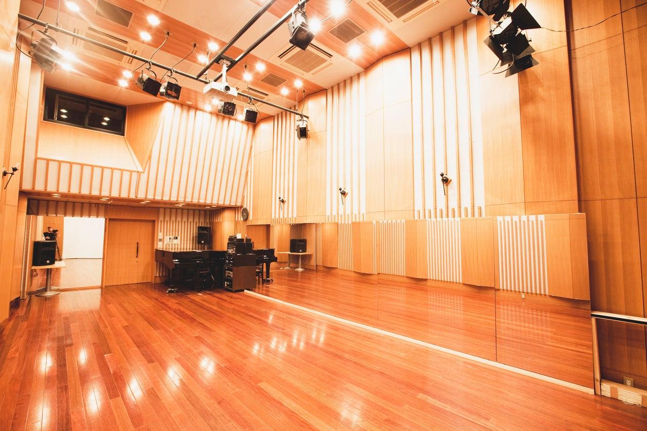 《初割20%オフ実施中!》【天井高5mあり】音響照明設備・グランドピアノ常設♪レッスン、発表会、イベント、セミナー、撮影利用可!(【STUDIO TRON(スタジオトロン)】天井髙5m♪64名様まで収容可・音響照明設備付ホール♪) の写真0