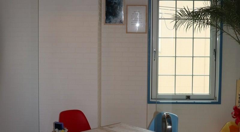 4人用会議室(LAルーム)解放感あふれるロサンゼルス風ミーティングルーム。打合せ・ワークショップにもぴったり。